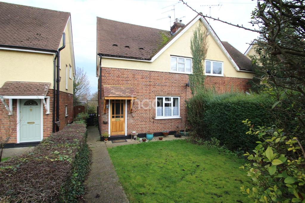 3 Bedrooms Semi Detached House for sale in Manor Road