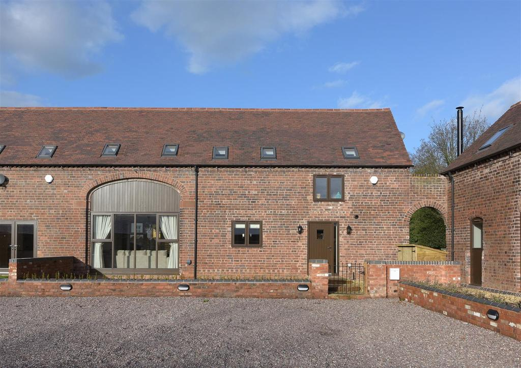 4 Bedrooms Barn Conversion Character Property for sale in Blakeshall Farm Barns, Blakeshall, Wolverley, Kidderminster