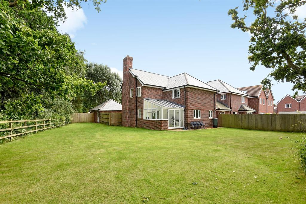 4 Bedrooms Detached House for sale in Hambrook