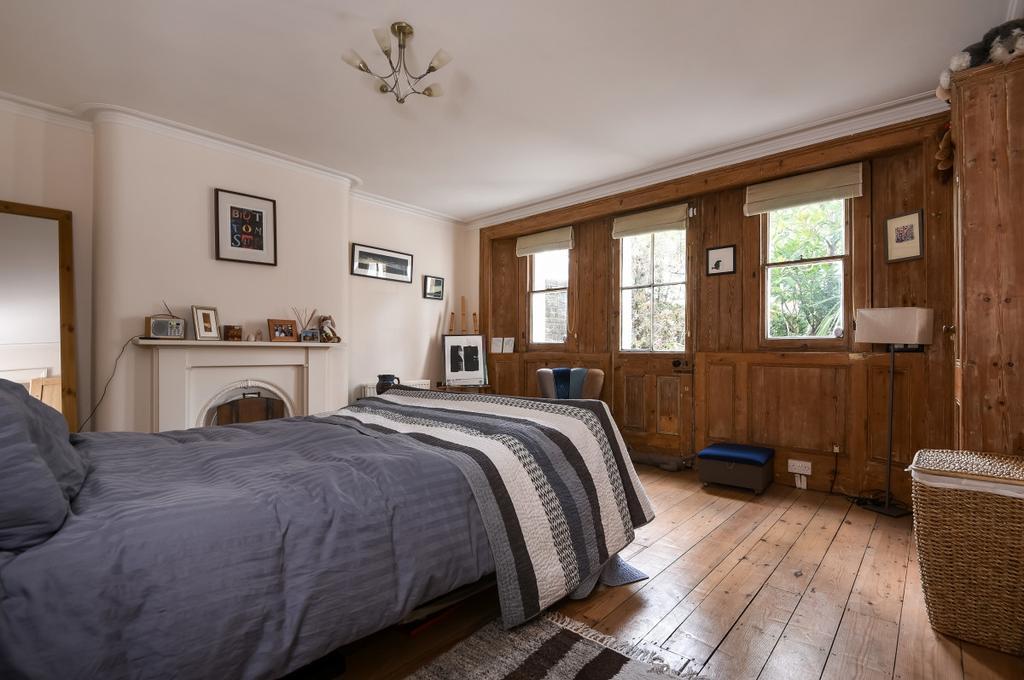 2 Bedrooms Flat for sale in Kidbrooke Park Road London SE3