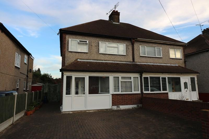 3 Bedrooms Semi Detached House for sale in Bournemouth Park Road, Southend-On-Sea