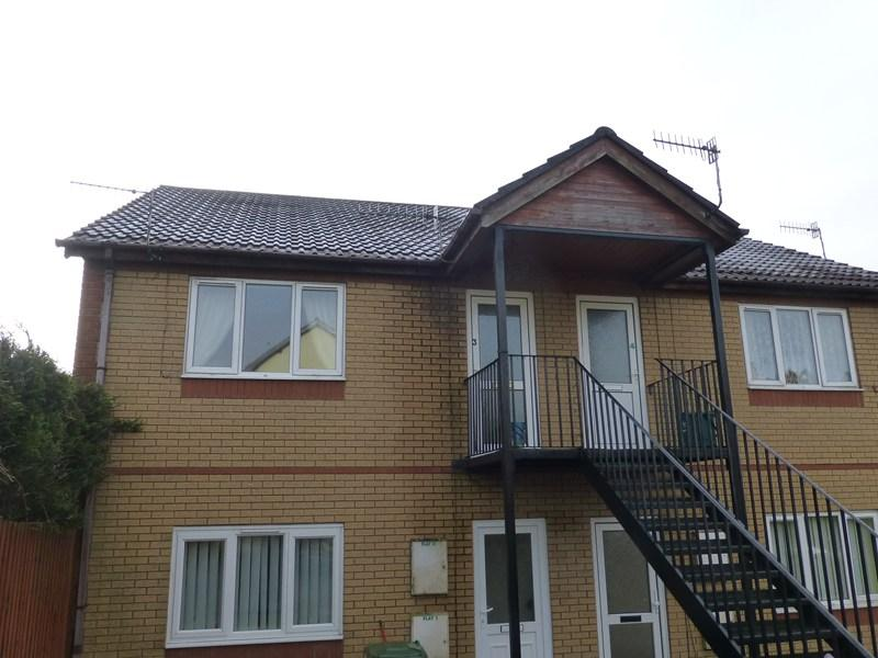 2 Bedrooms Flat for sale in Bryn-Y-Fran Avenue, Caerphilly