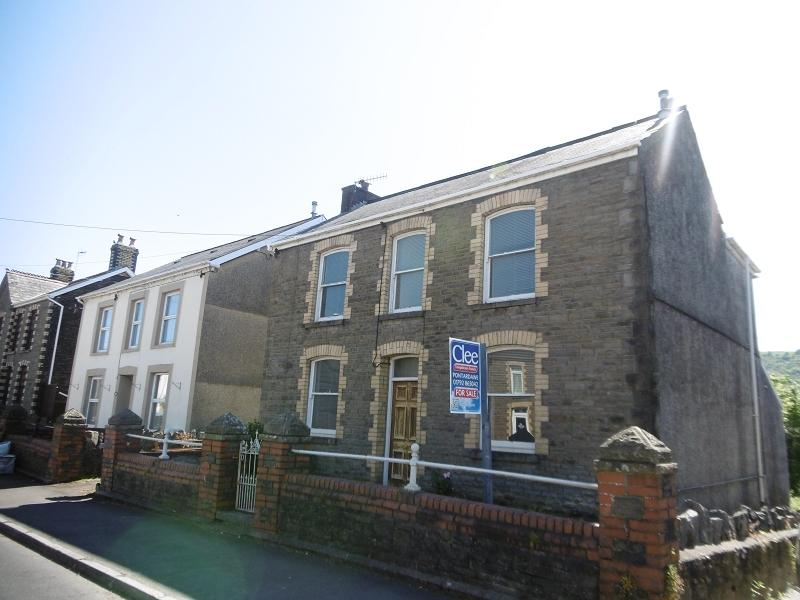 3 Bedrooms Detached House for sale in Swansea Road, Trebanos, Swansea.