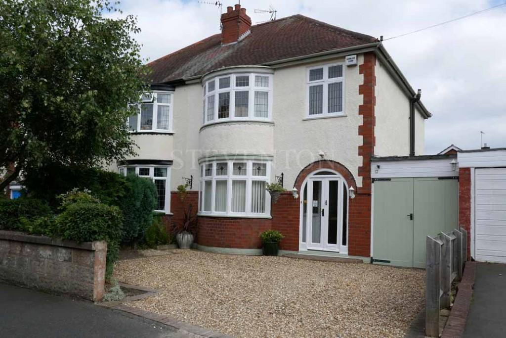3 Bedrooms Semi Detached House for sale in Woodland Road, Finchfield, Wolverhampton