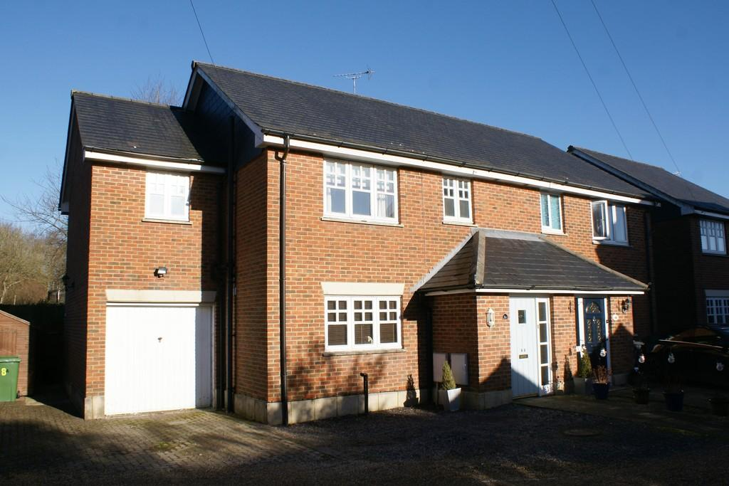 3 Bedrooms Semi Detached House for sale in Boyneswood Close, MEDSTEAD, Hampshire