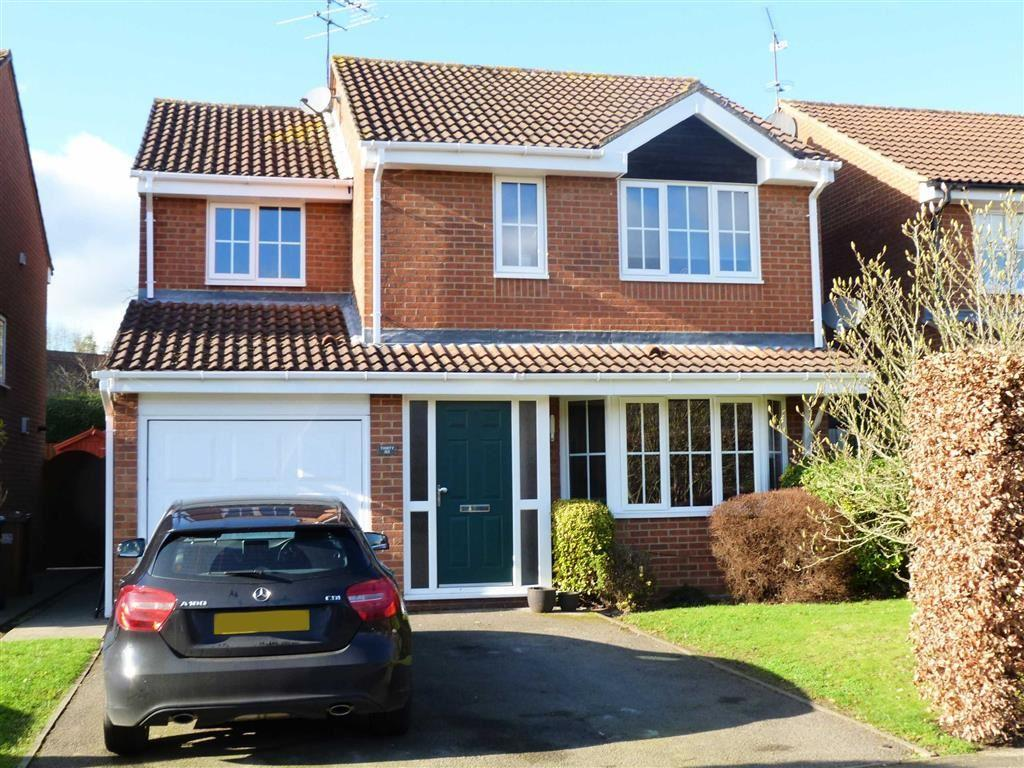 4 Bedrooms Detached House for sale in Gresley Close, West Side, Welwyn Garden City
