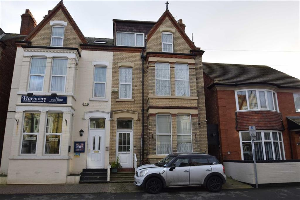 6 Bedrooms Terraced House for sale in Marshall Avenue, Bridlington, East Yorkshire, YO15