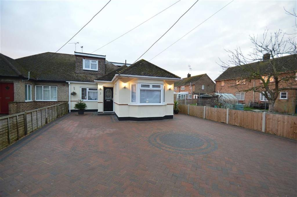 4 Bedrooms Chalet House for sale in Queen Elizabeth Chase, Rochford, Essex