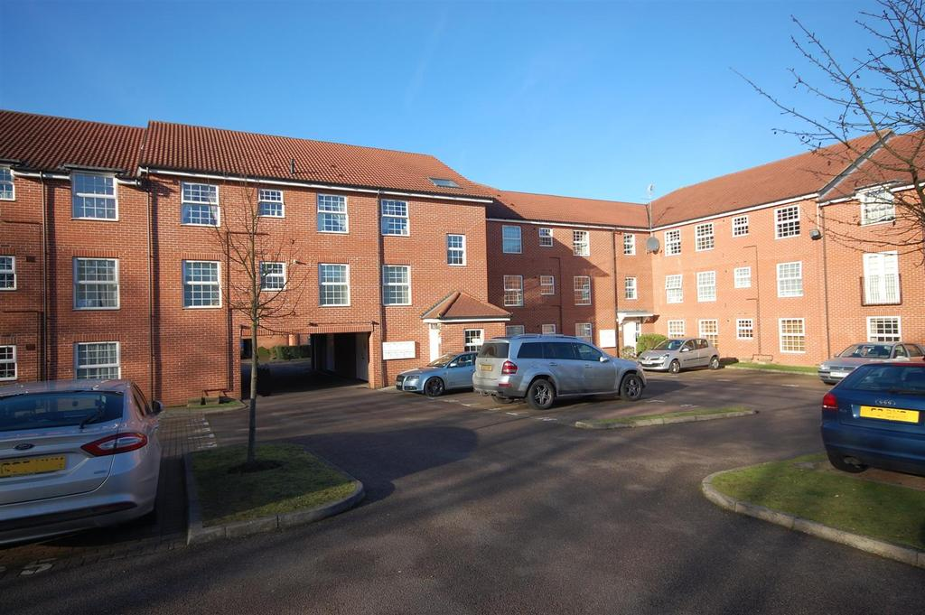 2 Bedrooms Flat for sale in Bridge Court, Welwyn Garden City