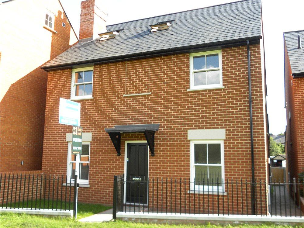 3 Bedrooms Detached House for sale in The Green, Ripley, Woking, Surrey, GU23