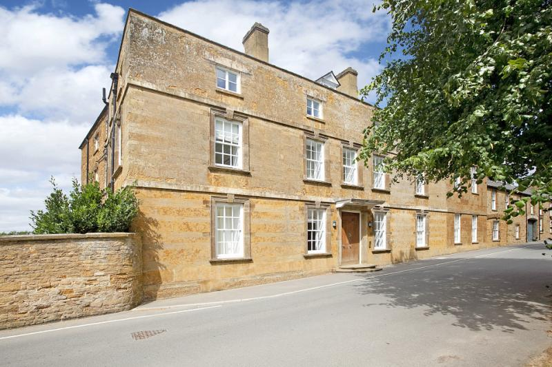 2 Bedrooms Flat for sale in Sibford Grange, Main Street, Sibford Ferris, Banbury