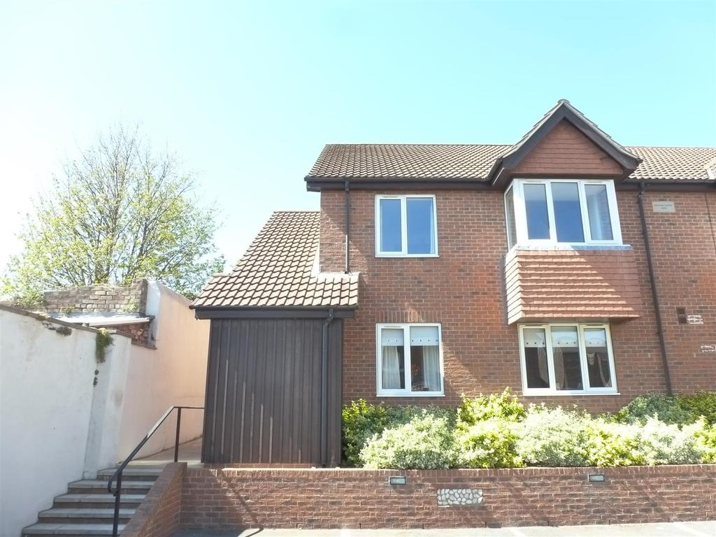 2 Bedrooms Flat for sale in Oyster Court, Cleethorpes