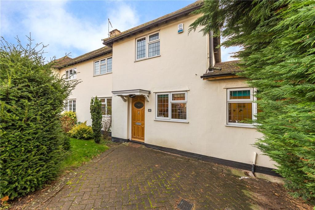 3 Bedrooms Semi Detached House for sale in Meadow Walk, Harpenden, Hertfordshire