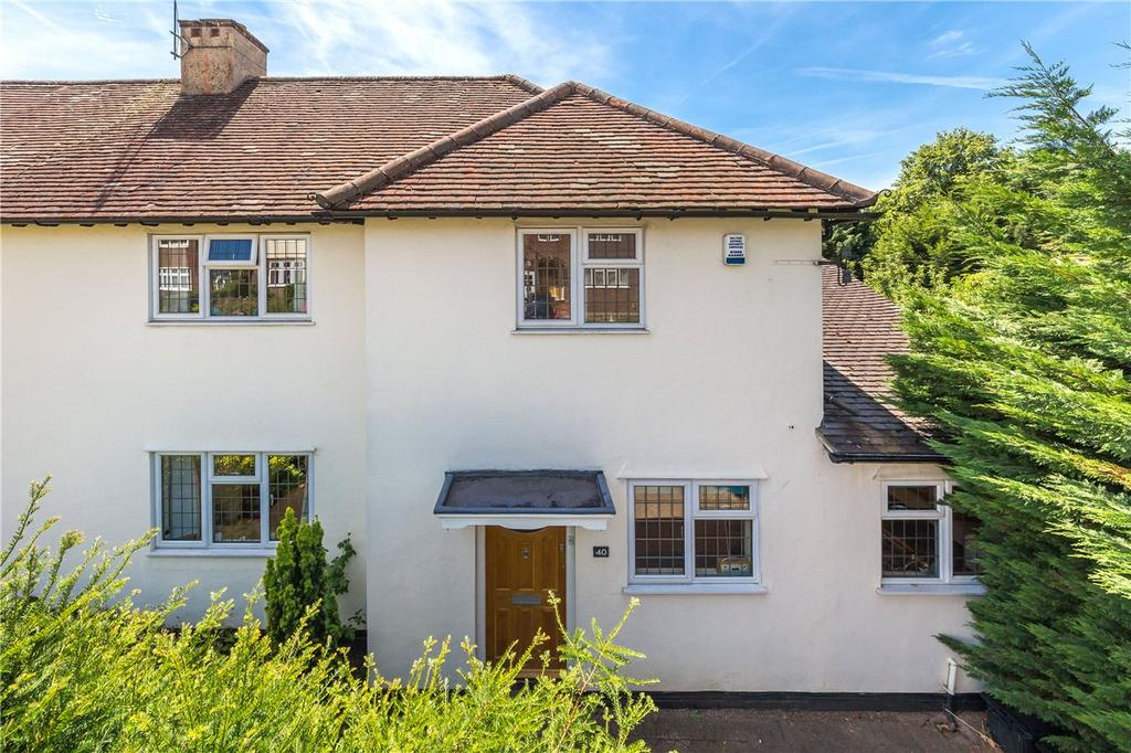 3 Bedrooms Semi Detached House for sale in Meadow Walk, Harpenden, Hertfordshire