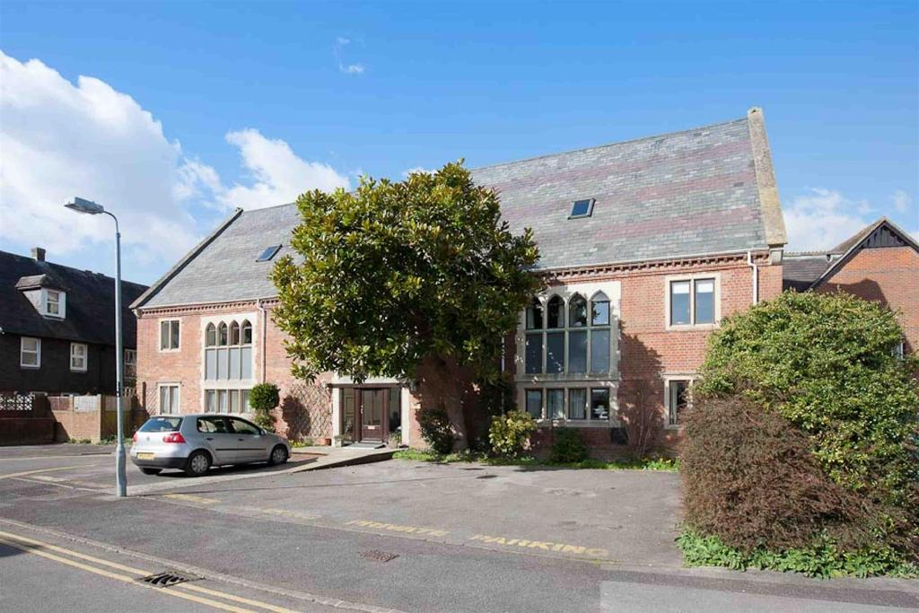 3 Bedrooms Flat for sale in St Ann Place, Salisbury