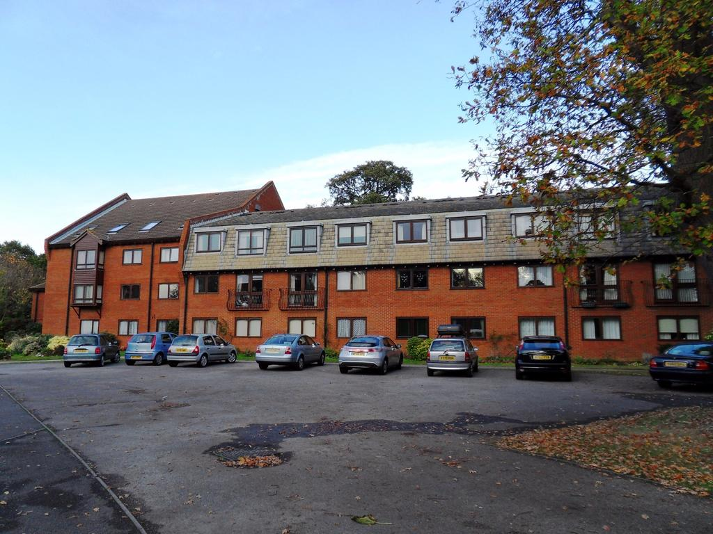 1 Bedroom Retirement Property for sale in High Oaks Close, Locks Heath, Southampton