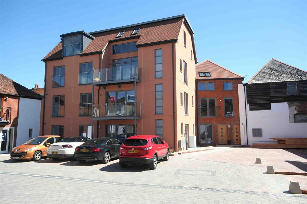 3 Bedrooms Flat for sale in Brown Street, Salisbury