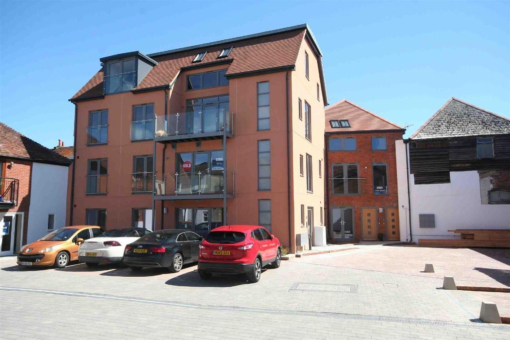 3 Bedrooms Flat for sale in Brown Street, Salisbury