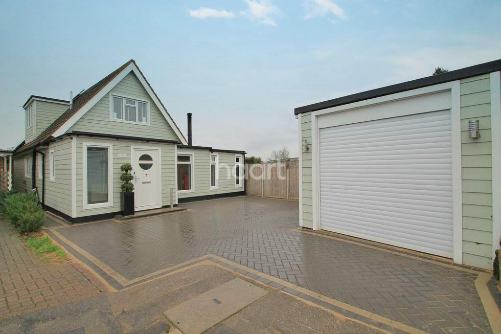 4 Bedrooms Detached House for sale in Riverdale, Leigh-On-Sea