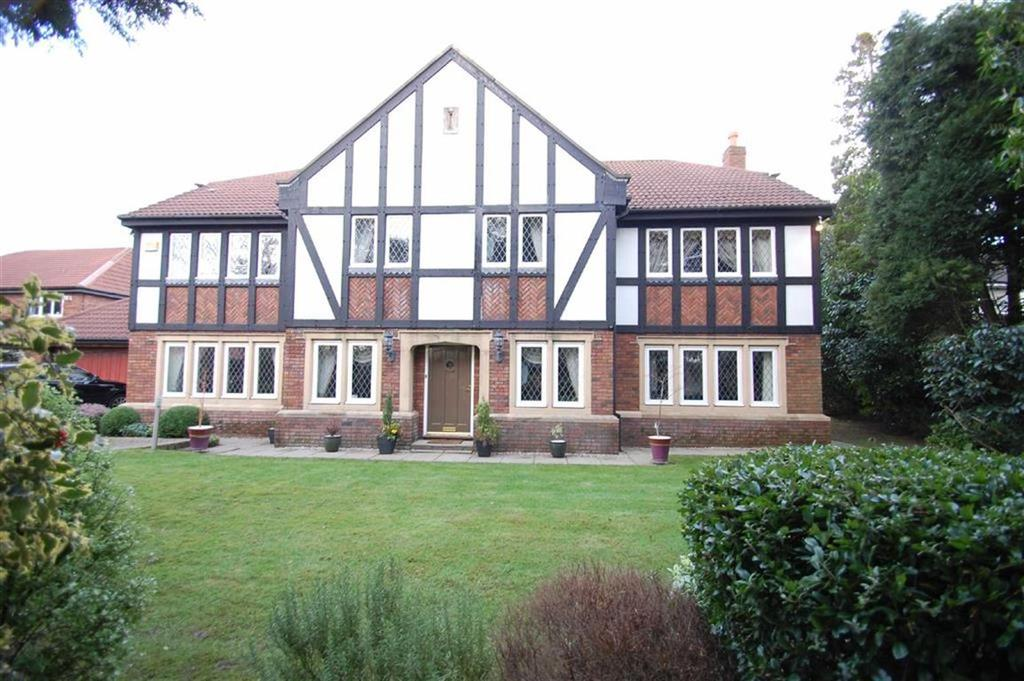 5 Bedrooms Detached House for sale in Carrwood Road, Bramhall, Cheshire