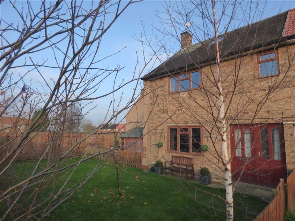 2 Bedrooms Semi Detached House for sale in Ashington Walk, Longhill Estate, Hull, East Yorkshire, HU8