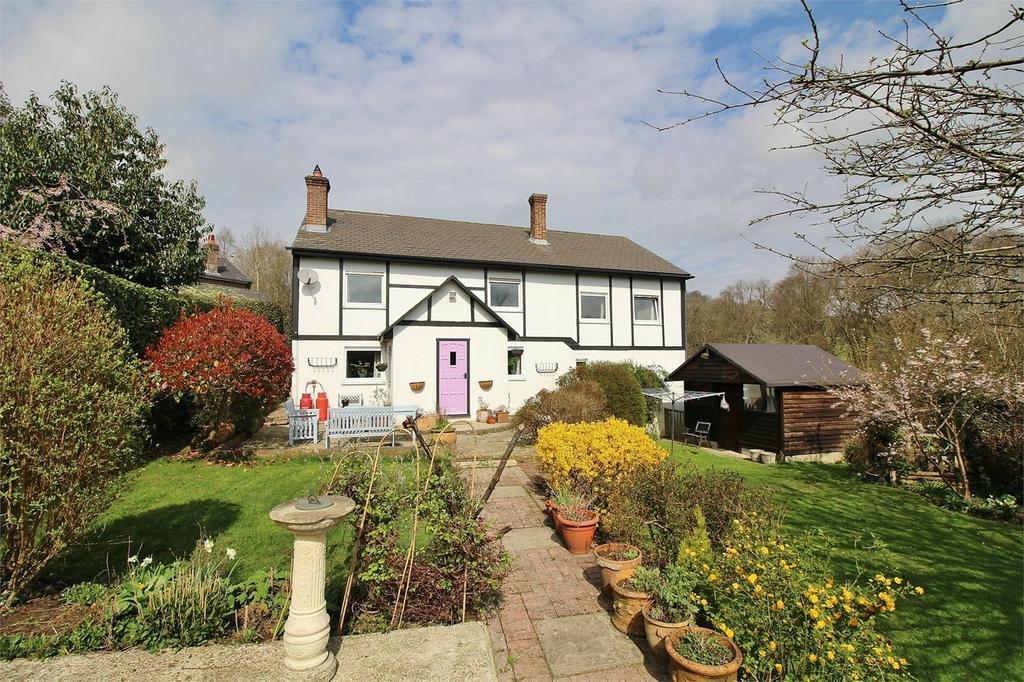 4 Bedrooms Detached House for sale in Dodds Bottom, Nutley, East Sussex