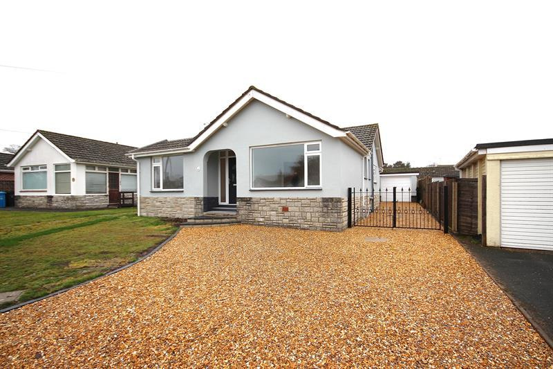 3 Bedrooms Detached Bungalow for sale in Banstead Road, Broadstone