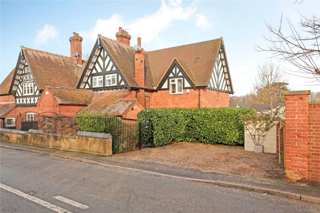3 Bedrooms Semi Detached House for sale in Dairy Cottages, Maidenhead Road, Windsor, Berkshire, SL4