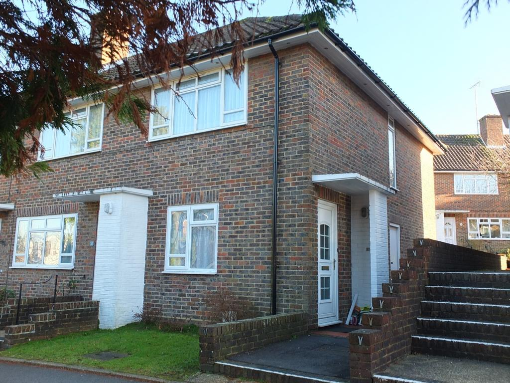 2 Bedrooms Flat for sale in Heath Road, Haywards Heath, RH16