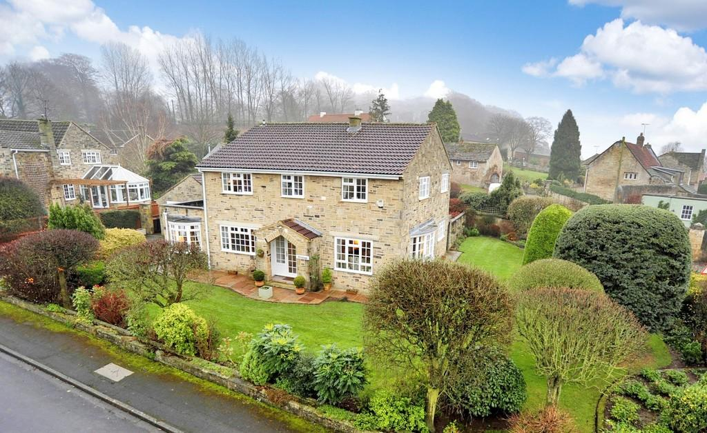 5 Bedrooms Detached House for sale in Beech Close, Farnham