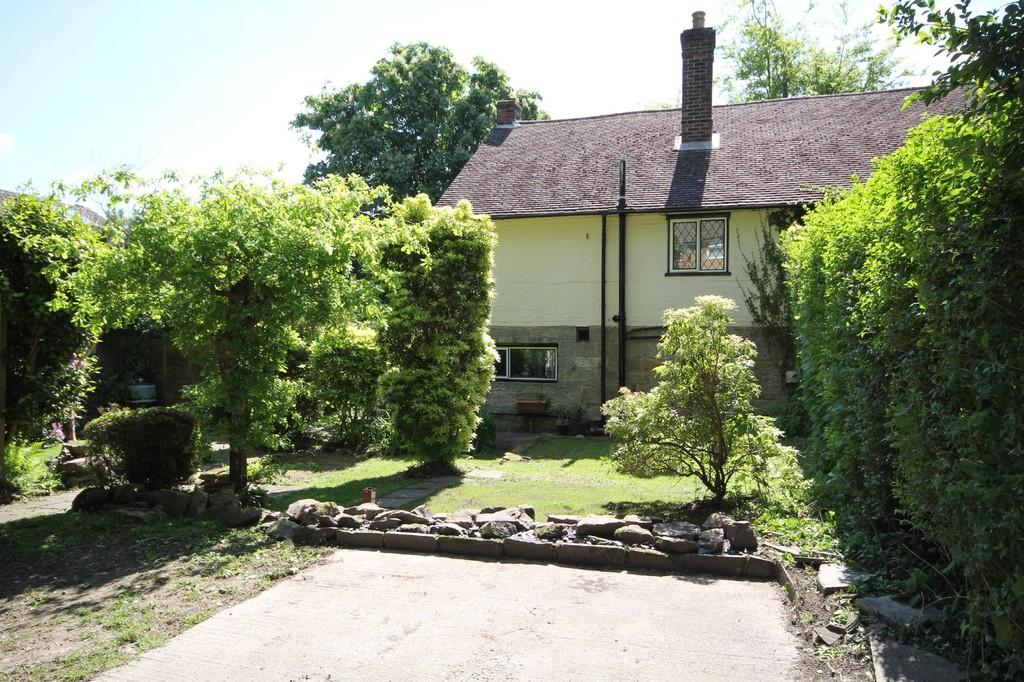 3 Bedrooms Semi Detached House for sale in Whitehill Road, Crowborough