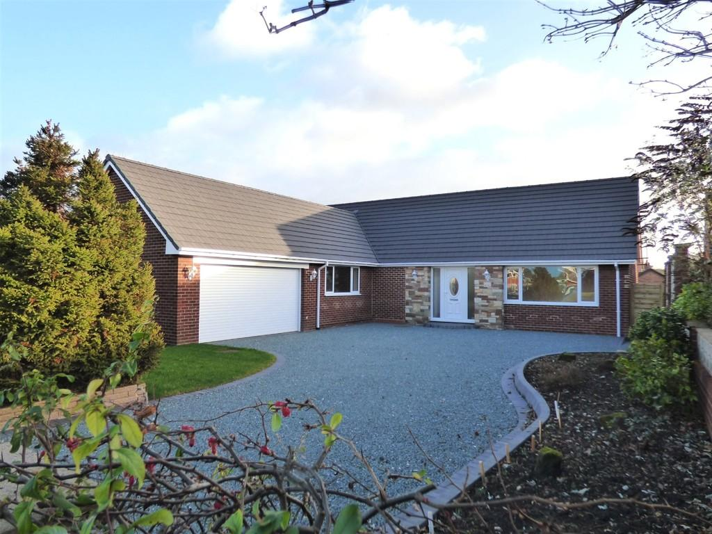 3 Bedrooms Detached Bungalow for sale in Back Lane, Whittington