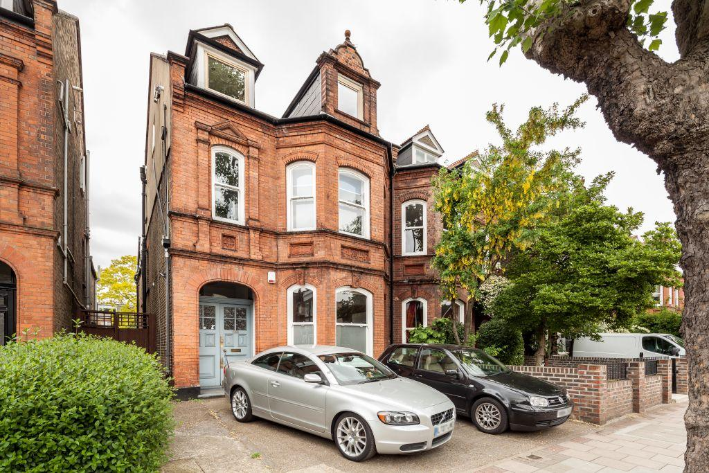 1 Bedroom Flat for sale in Goldhawk Road, Hammersmith