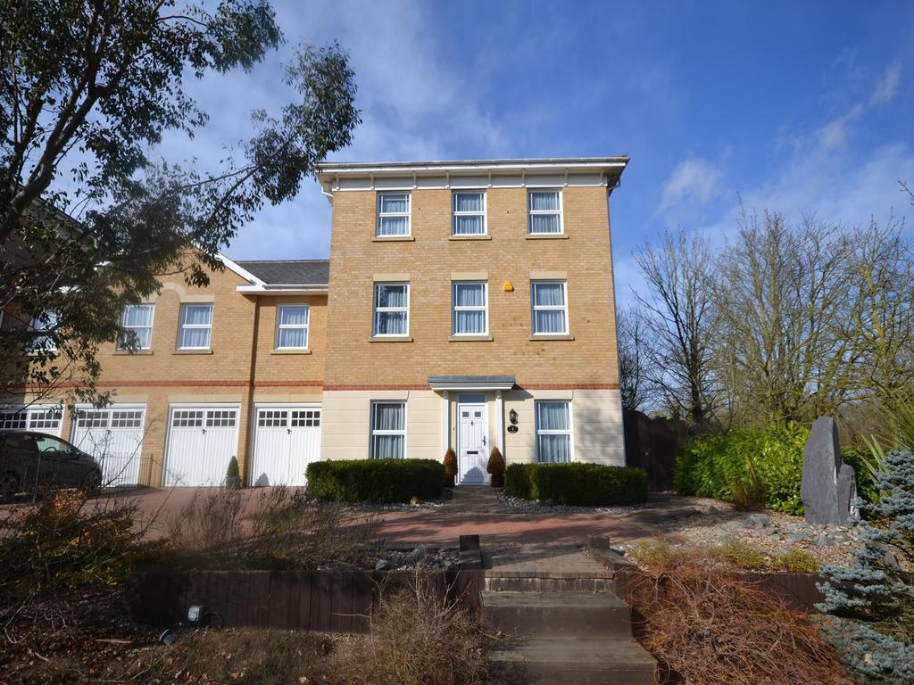 6 Bedrooms Link Detached House for sale in Baynard Avenue, Flitch Green, Dunmow, Essex, CM6