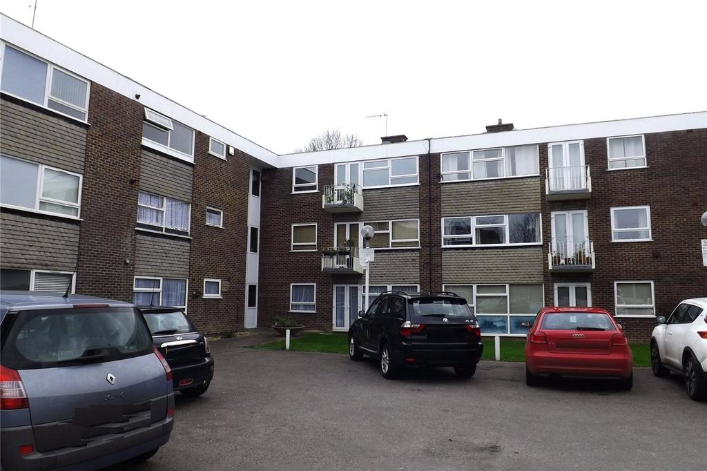 2 Bedrooms Apartment Flat for sale in Rockleigh Court, Hutton Road, Shenfield, Brentwood, CM15