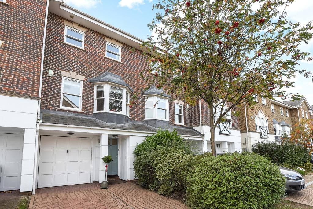 4 Bedrooms House for sale in Thames Ditton
