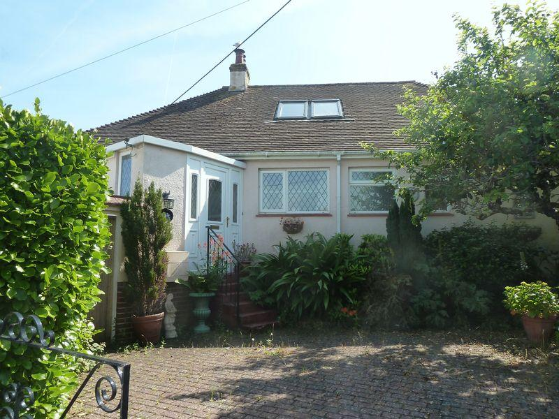 3 Bedrooms Bungalow for sale in Rosyl Avenue, Holcombe, Dawlish