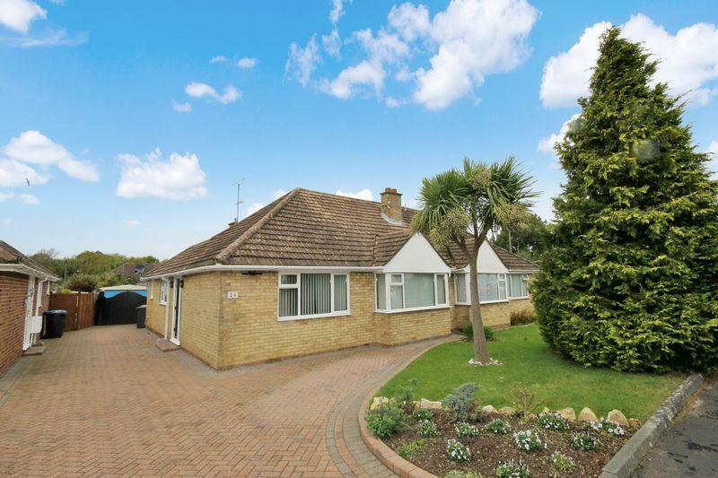 2 Bedrooms Bungalow for sale in Potters Lane, Burgess Hill, West Sussex