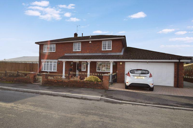 4 Bedrooms Detached House for sale in Hanfield Park, Croesyceiliog