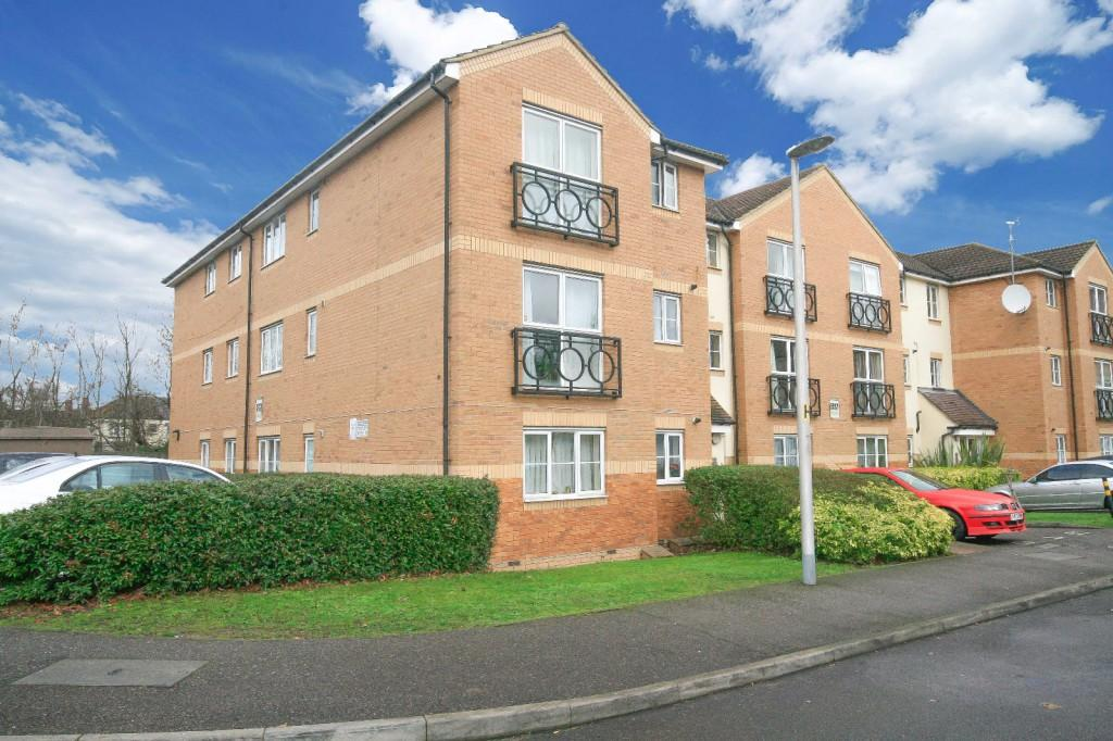 2 Bedrooms Flat for sale in Friars Close, Ilford, IG1