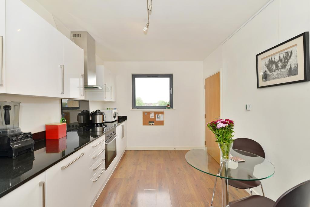 3 Bedrooms Flat for sale in Dalston Lane, Dalston, London