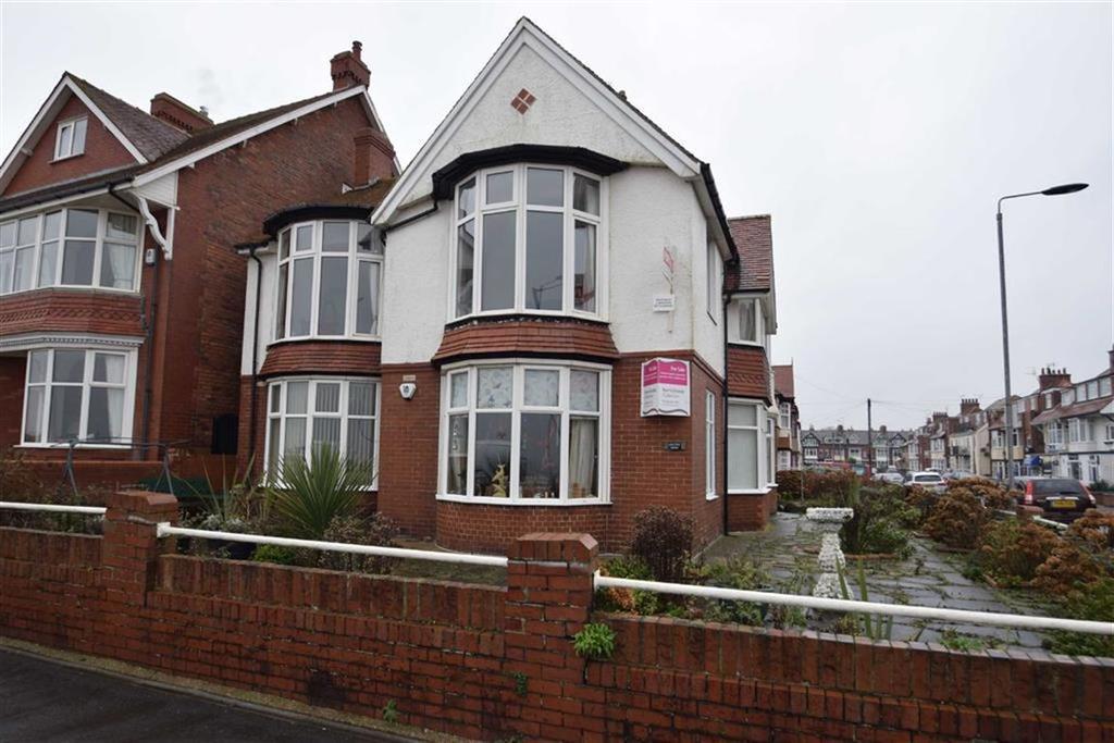 2 Bedrooms Flat for sale in Summerfield Road, Bridlington, East Yorkshire, YO15