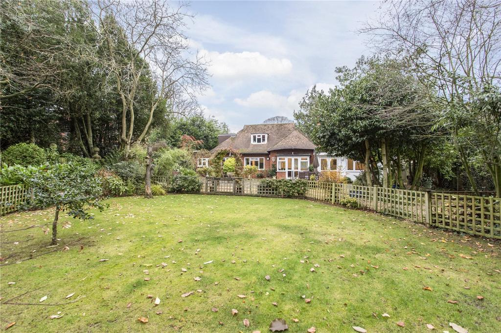 4 Bedrooms Detached Bungalow for sale in Lower Bury Lane, Epping, Essex, CM16