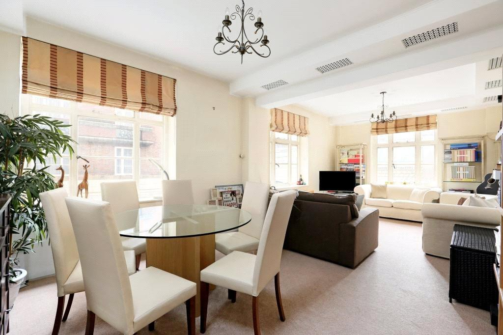 2 Bedrooms Flat for sale in Carrington House, Hertford Street, Mayfair, London, W1J