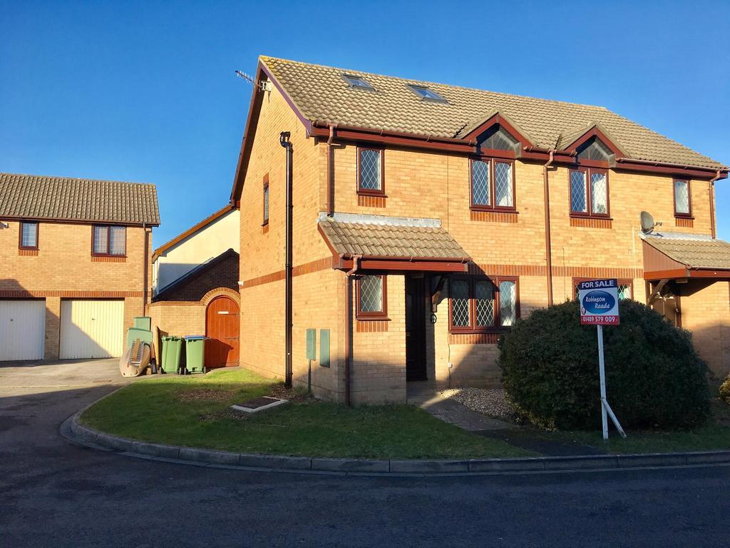 4 Bedrooms Semi Detached House for sale in Lambourne Drive, Locks Heath