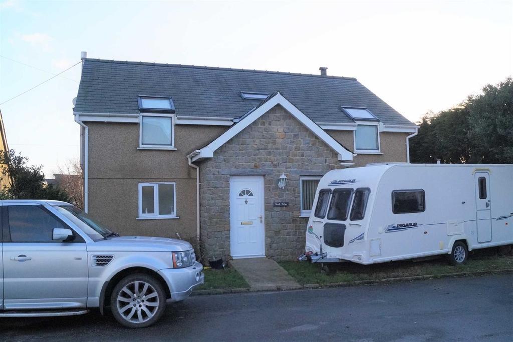4 Bedrooms Detached House for sale in Glan Y Pwll, Nefyn