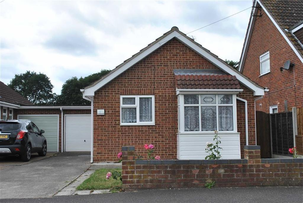 2 Bedrooms Detached Bungalow for sale in Parklands, Rochford, Essex
