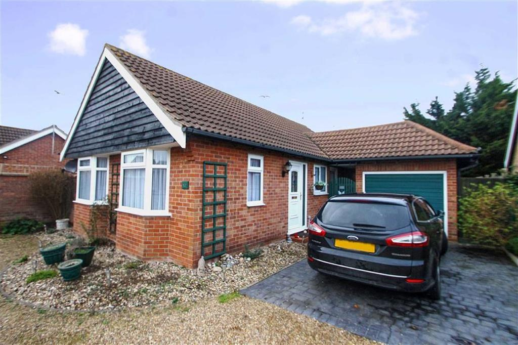 2 Bedrooms Detached Bungalow for sale in Camellia Avenue, Clacton-on-Sea