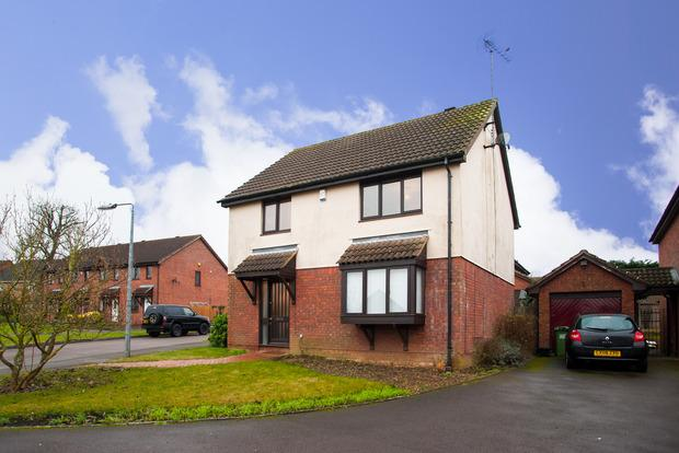 3 Bedrooms Detached House for sale in Holly Farm Close, Caddington, LU1