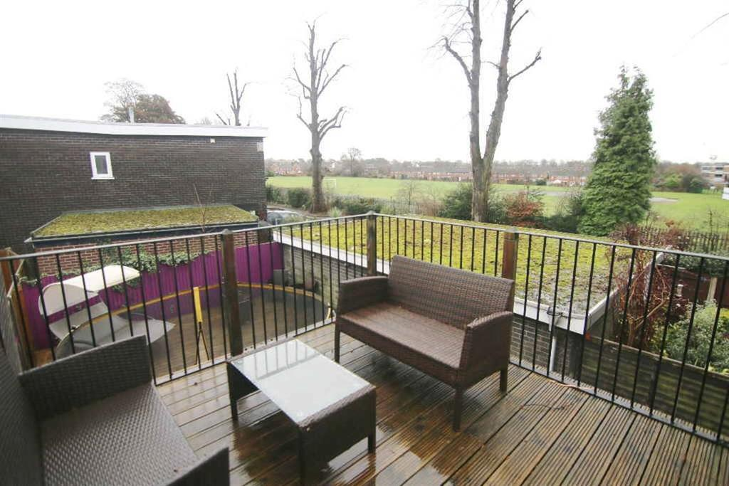 3 Bedrooms Semi Detached House for sale in Plas Newton Lane, Chester